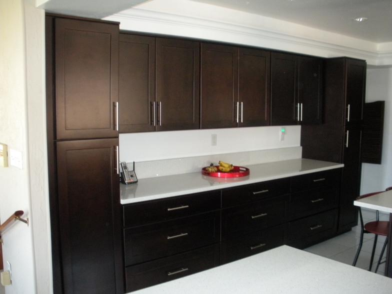 Gold coast cabinets mocha for Kitchen cabinets gold coast